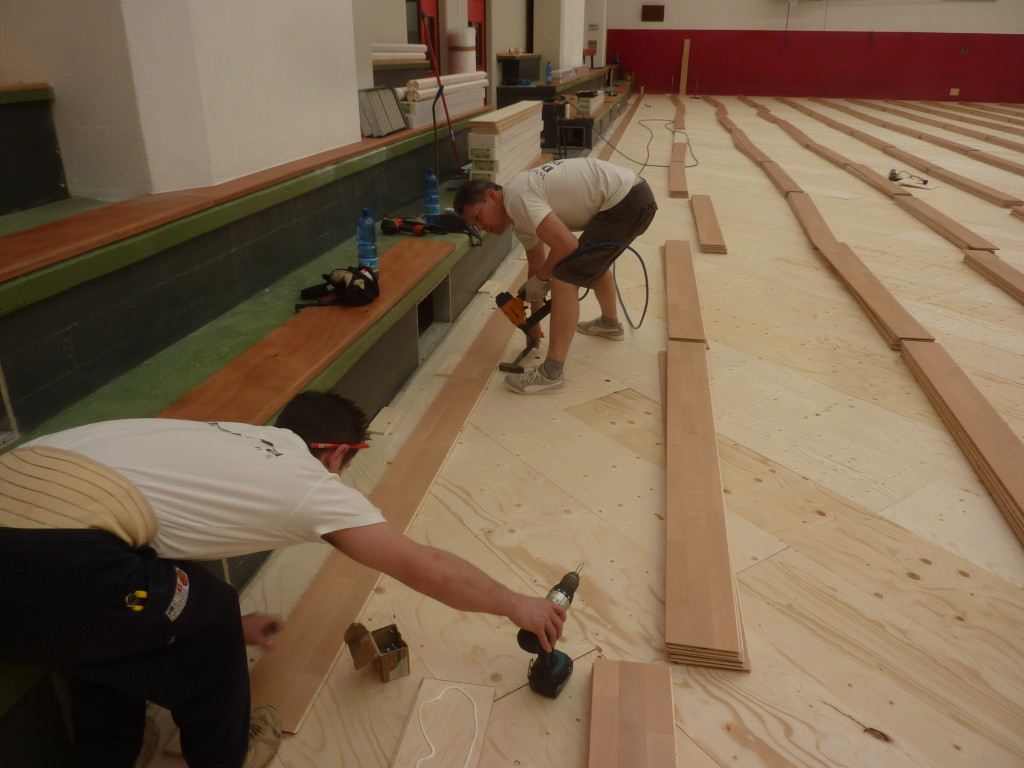 Technical Dalla Riva Sportfloors grappling with the laying of sports floor made in Montebelluna