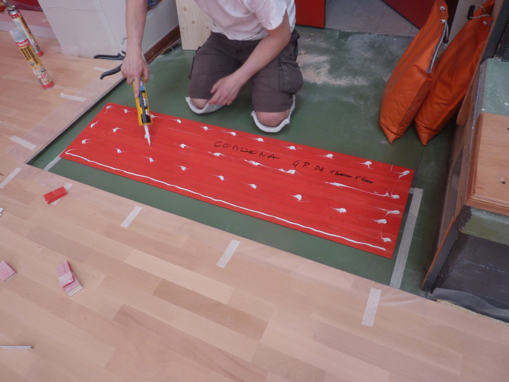 Curious details of the installation of the new sports flooring in Gordona