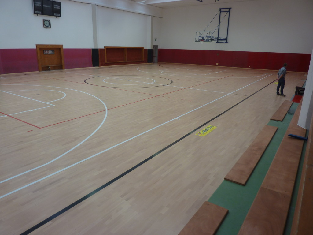 The new sports floor in beech of Gordona was equipped with markings for basketball, volleyball and soccer at 5