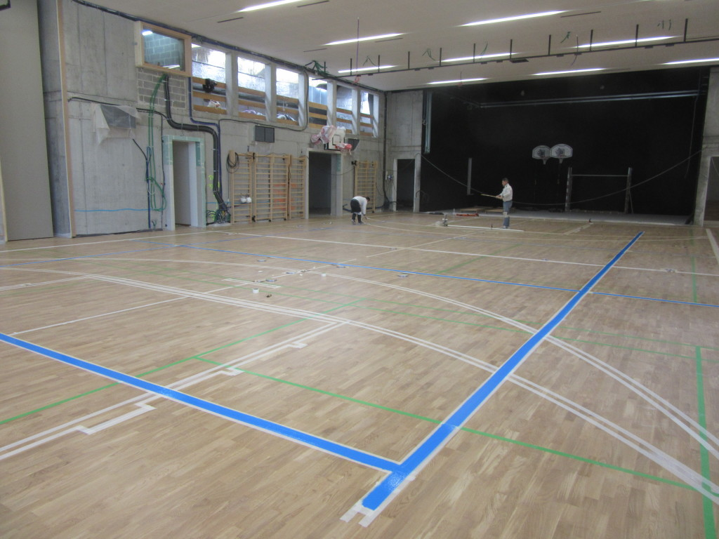 On the sports flooring of Bressanone gym was mapped out a playing field for basketball, one for volleyball and three for badminton