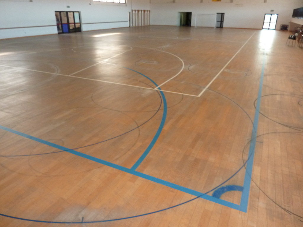Such is the parquet floor of the sports center in Gradisca d'Isonzo before the intervention of Dalla Riva Sportfloors
