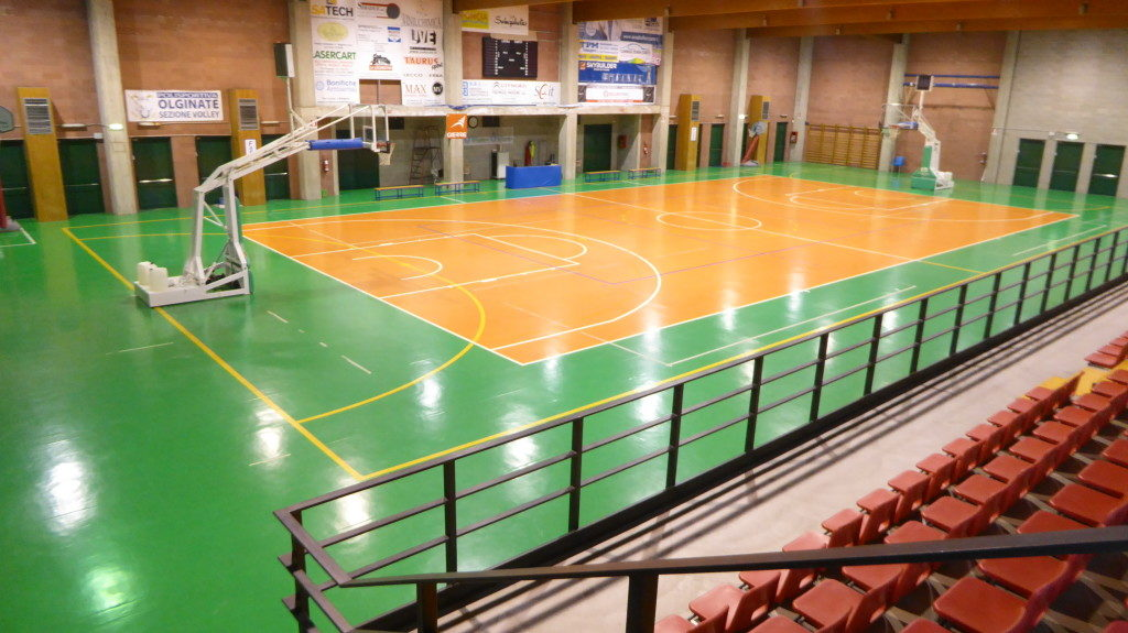 The old flooring of the indoor stadium of Olginate indeed worth a total overhaul