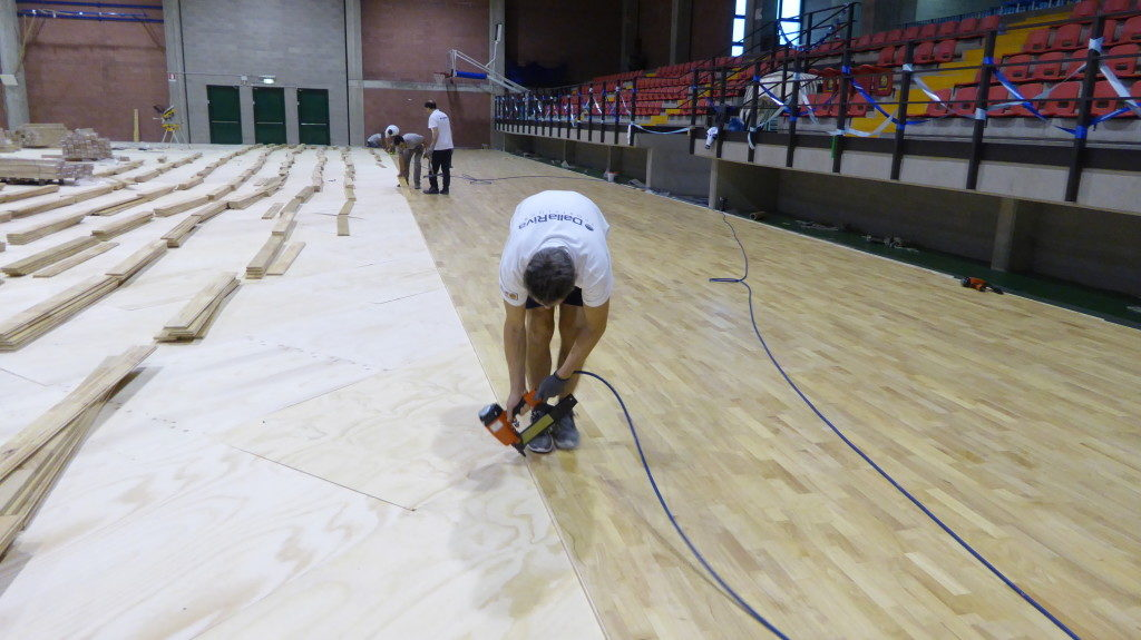 The new sports parquet Dalla Riva Sportfloors inside the sports hall of Olginate begins to take shape
